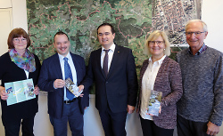 Von links: Mechthild Löffler, Frank Hosch, Erster Bürgermeister Wolfgang Steidle, Ortsvorsteherin Heidi Matzik und Gerhard Stahl.