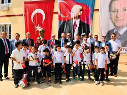 Mit einem Festakt in Reyhanli haben die Partnerstädte Aalen und Antakya / Hatay den Sportplatz an der Schule für syrische Flüchtlingskinder eröffnet.