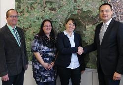 v.l.n.r. Bürgermeister Karl-Heinz Ehrmann, Vereinsvorsitzende Sarah Sperfeldt, Geschäftsführerin Sabrina Geiger und Oberbürgermeister Thilo Rentschler.