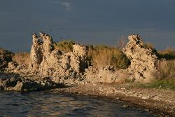 Urige Steinbastionen, bunte Geysire, bizarre Brandungsfelsen - Kunst in der Natur im Westen der USA