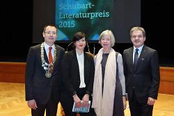 Oberbürgermeister Thilo Rentschler mit der Förderpreisträgerin Karen Köhler, Verena Auffermann und Carl Trinkl, Vorstand der Kreissparkasse Ostalb