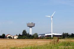 Wasserturm und Windrad Dewangen