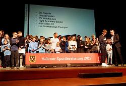 Auf diesem Bild sind einige der Ausgezeichneten der Sportlerehrung der Stadt Aalen aus dem Jahr 2019 zu sehen.